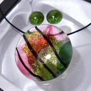 Magnólia üvegékszer szett, ajándék nőknek névnapra, születésnapra., Ékszer, Ékszerszett, Nyaklánc, Fülbevaló, Ékszerkészítés, Üvegművészet, Fusing technikával készült, ez a különleges fényű üvegékszer.\nÁtlátszó, csillogó zöld és magnólia sz..., Meska