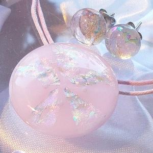Hamvas szivárvány ékszerszett, szalagavató bálra, névnapra, születésnapra., Ékszer, Ékszerszett, Fülbevaló, Medál, Ékszerkészítés, Üvegművészet, Fusing technikával készült üvegmedál és fülbevaló.\nCsúcsminőségű rózsaszín és szivárvány mintás dich..., Meska