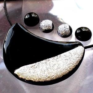 Fekete-ezüst ékszerszett, ajándék  ballagásra, névnapra, születésnapra., Ékszer, Fülbevaló, Ékszerszett, Esküvő, Esküvői ékszer, Ékszerkészítés, Üvegművészet, Olvasztásos technikával készült  csúcsminőségű fekete és arany dichroic ékszerüvegből  olvasztottam\n..., Meska
