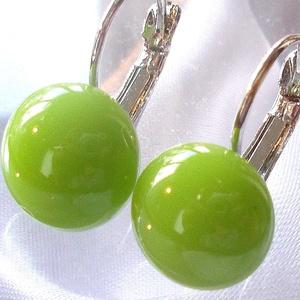 AKCIÓ! Kiwi zöld üveg fülbevaló, ajándék nőknek névnapra, születésnapra. , Ékszer, Fülbevaló, Medál, Táska, Divat & Szépség, Ékszerkészítés, Üvegművészet, Üde zöld színű minőségi ékszerüveg  felhasználásával készült, olvasztásos  technikával. \nA fülbevaló..., Meska