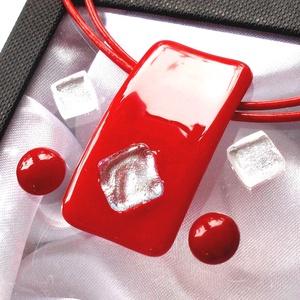 Piros-ezüst ékszerszett, ajándék névnapra, születésnapra., Ékszer, Nyaklánc, Ékszerszett, Fülbevaló, Ékszerkészítés, Üvegművészet, Olvasztásos technikával készült  medál és két pár fülbevaló.\nCsúcsminőségű  piros üvegből olvasztott..., Meska