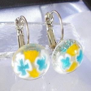 Virágos fülbevaló, ajándék névnapra, születésnapra., Lógós fülbevaló, Fülbevaló, Ékszer, Ékszerkészítés, Üvegművészet, Fusing technikával készült  kapcsos fülbevaló. \nÁtlátszó muránói  üvegből olvasztottam, kék-sárga mi..., Meska