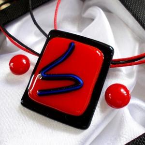 Piros-fekete  ékszerszett , ajándék lányoknak., Ékszer, Ékszerszett, Üvegművészet, Ékszerkészítés, Fusing technikával készült üvegmedál és két pár stiftes fülbevaló.\nMinőségi piros és fekete ékszerüv..., Meska