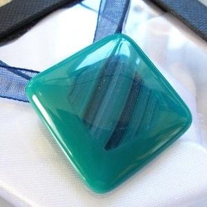 Csillámos hullámok medál, ajándék tanárnéniknek évzáróra, névnapra, születésnapra., Ékszer, Ékszerszett, Ékszerkészítés, Üvegművészet, \nFusing technikával készült medál.\nCsillámos kék-türkiz hullám mintás ékszerüvegből olvasztottam.\nNi..., Meska