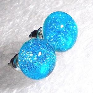 Kék gyémántfény, üveg fülbevaló  , ajándék  névnapra, születésnapra., Ékszer, Fülbevaló, Pötty fülbevaló, Ékszerkészítés, Üvegművészet, Fusing technikával készült csillogó dichroic üvegből  olvasztottam.  \nA fém alkatrészek nikkelmentes..., Meska