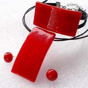 Hajlított piros ékszerszett, díszdobozba csomagolva., Ékszer, Ékszerszett, Ékszerkészítés, Üvegművészet, Saját tervezésű különleges ékszerszett, saját ötlet híján  mag..design már másolja, medáljaim és a k..., Meska