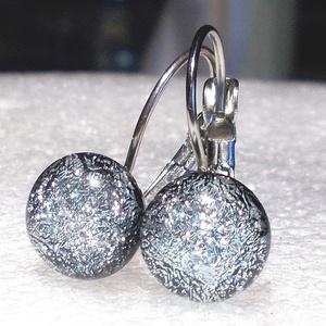 AKCIÓ! Exkluzív ezüst üveg fülbevaló  , ajándék  névnapra, születésnapra., Ékszer, Fülbevaló, Lógó csepp fülbevaló, Ékszerkészítés, Üvegművészet, Fusing technikával készült fülbevaló.\nEzüst színű exkluzív tükrös bevonatú dichroic üvegből  olvaszt..., Meska