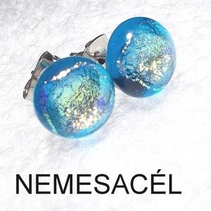 Arany kéknefelejcs üveg fülbevaló  , ajándék  névnapra, születésnapra., Ékszer, Fülbevaló, Pötty fülbevaló, Ékszerkészítés, Üvegművészet, Fusing technikával készült csillogó dichroic  és sötét fukszia színű üvegből  olvasztottam.  \nA fém ..., Meska