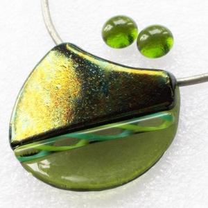 Zöld fények játéka, ékszerszett ajándék névnapra, születésnapra., Ékszer, Ékszerszett, Ékszerkészítés, Üvegművészet, Csúcsminőségű zöld színű üvegek felhasználásával és mintás bordűrrel díszítve készült hajlított éksz..., Meska