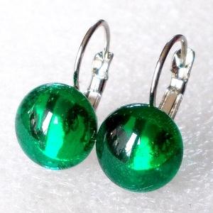 AKCIÓ! Smaragd ragyogás kapcsos fülbevaló, ajándék nőknek névnapra, születésnapra. , Ékszer, Fülbevaló, Lógós fülbevaló, Ékszerkészítés, Üvegművészet, Smaragdzöld színű minőségi ékszerüveg  felhasználásával készült, olvasztásos  technikával. \nA fülbev..., Meska