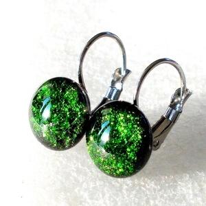 AKCIÓ! Zöld aventurin kapcsos fülbevaló, ajándék nőknek névnapra, születésnapra. , Ékszer, Fülbevaló, Lógós fülbevaló, Ékszerkészítés, Üvegművészet, Smaragdzöld színű minőségi ékszerüveg  felhasználásával készült, olvasztásos  technikával. \nA fülbev..., Meska