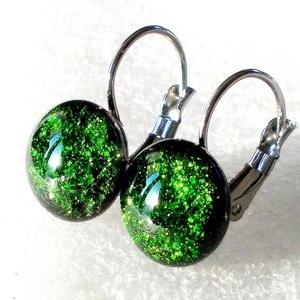 AKCIÓ! Zöld aventurin kapcsos fülbevaló, ajándék nőknek névnapra, születésnapra. , Ékszer, Fülbevaló, Lógó fülbevaló, Ékszerkészítés, Üvegművészet, Smaragdzöld színű minőségi ékszerüveg  felhasználásával készült, olvasztásos  technikával. \nA fülbev..., Meska