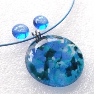 Kék színek fúziója ékszerszett, ajándék mikulás csomagban., Ékszer, Ékszerszett, Ékszerkészítés, Üvegművészet, Fusing technikával készült, csúcsminőségű kék-türkiz ékszerüvegből  olvasztottam, egyedi mintával.\nK..., Meska