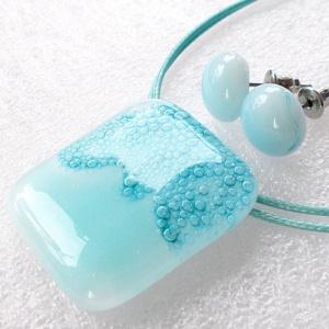 Gyöngyfelhő ékszerszett., Ékszer, Ékszerszett, Ékszerkészítés, Üvegművészet, Fusing technikával készült üvegmedál és a stiftes fülbevaló.\nCsúcsminőségű  ékszerüvegből olvasztott..., Meska