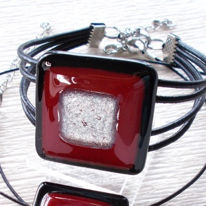 Piros-fekete  ékszerszett, ajándék névnapra, születésnapra., Ékszer, Ékszerszett, Ékszerkészítés, Üvegművészet, Olvasztásos technikával készült  karkötő.\nCsúcsminőségű sötét piros és fekete üvegből  olvasztottam,..., Meska