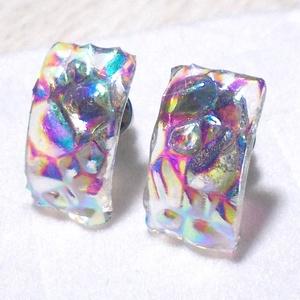 NEMESACÉL! Kristályos szivárvány stiftes  fülbevaló, ajándék  névnapra, születésnapra., Ékszer, Fülbevaló, Fülékszer, Ékszerkészítés, Üvegművészet, Olvasztásos  technikával készült trendi fülbevaló.\nSzivárványosan csillogó áttetsző dichroic üvegből..., Meska