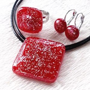 Elegáns piros ékszerszett, ajándék lányoknak, névnapra, születésnapra., Ékszer, Ékszerszett, Üvegművészet, Ékszerkészítés, Fusing technikával készült üvegmedál, gyűrű és fülbevaló.\nMinőségi piros ékszerüvegből olvasztottam,..., Meska