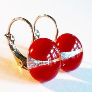 NEMESACÉL!  Ezüstös piros kapcsos fülbevaló, ajándék nőknek névnapra, születésnapra. , Ékszer, Fülbevaló, Lógós kerek fülbevaló, Ékszerkészítés, Üvegművészet, Piros és ezüst minőségi ékszerüveg  felhasználásával készült, olvasztásos  technikával. \nA fülbevaló..., Meska