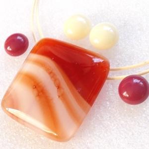Mézes-karamell ékszerszett, ajándék névnapra, születésnapra, pedagógus napra., Ékszer, Ékszerszett, Ékszerkészítés, Üvegművészet, \nFusing technikával készült üvegmedál és fülbevalók.\nKrém és méz színű mintás ékszerüvegből olvaszto..., Meska