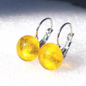 Aranysárga fülbevaló, ajándék  ballagásra, névnapra, születésnapra., Ékszer, Fülbevaló, Lógó fülbevaló, Ékszerkészítés, Üvegművészet, Fusing technikával készült  csúcsminőségű áttetsző sárga ékszerüvegből  olvasztottam. \nA fém alkatré..., Meska