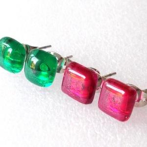NEMESACÉL! Smaragd és málna színű üveg fülbevalók, ajándék  névnapra, születésnapra., Ékszer, Fülbevaló, Ékszerkészítés, Üvegművészet, Fusing technikával készült, csúcsminőségű ékszerüvegből. \nA fém alkatrészek nemesacél.\nmérete 0,9 cm..., Meska