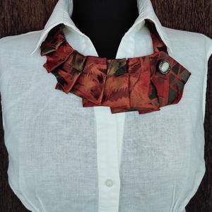 Nyakdísz , Ékszer, Nyaklánc, Nyakpánt, gallér, Varrás, Újrahasznosított alapanyagból készült termékek, Nyakkendőből készült nyakdísz, amivel egy ing, vagy blúz egyszerűn feldobható., Meska