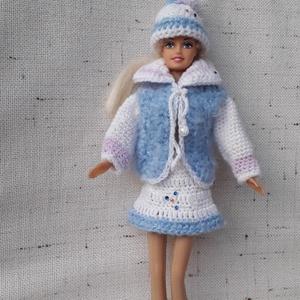 Barbie ruha garnitúra, Gyerek & játék, Játék, Baba játék, Horgolás, Egyszerű kötőfonalból horgoltam ezt a Barbie ruha szettet. Babázáshoz kiváló kiegészítő kellék. Könn..., Meska