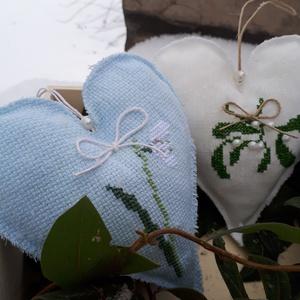 Hímzett dekor szívek 3db, Dekoráció, Otthon & lakás, Dísz, Lakberendezés, Hímzés, Kézzel hímzett, nagyobb méretű dekorszívek, tavaszváró virágokkal (hóvirág, fagyöngy). \nAkaszthatóak..., Meska