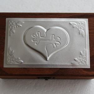 Esküvői puzzle szíves dobozka, Esküvő, Doboz, Emlék & Ajándék, Közeledik a nagy nap, amely  sok fiatal várva várt napja.  Ezen a napon ezt a dobozkát lehet gyűrűta..., Meska