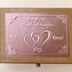 Tréfás doboz lánybúcsúra külső és belső felirattal, cédulákkal, Esküvő, Doboz, Emlék & Ajándék, Egyedi dombornyomott fémlemezekkel díszített tréfás lánybúcsús dobozka, amely megtölthető a leendő h..., Meska