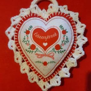 Ajándék - souvenir Édesanyáknak, Otthon & lakás, Dekoráció, Dísz, Horgolás, Varrás, Sok művelettel készült ajándéktárgy, akármilyen alkalomra megfelelő.\nFilcből készült, kézi varrással..., Meska