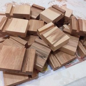 Egyedi mobil tartó (2 oldalas) bükk fából akár ajándéknak is. (Doky) - Meska.hu