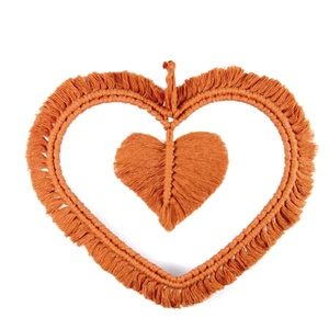 Makramé szív falidísz – terrakotta, Falra akasztható dekor, Dekoráció, Otthon & Lakás, Csomózás, 100%-ban újrahasznosított pamut fonalból, fém szív alapból, makramé technikával készített egyedi fal..., Meska