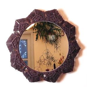 Makramé falitükör – sötétbarna, Otthon & lakás, Dekoráció, Lakberendezés, Dísz, Képkeret, tükör, Csomózás, Ez a makramé tükör különleges, egyedi mintázatú keretével jól illik a vintage,modern vagy bohókás be..., Meska