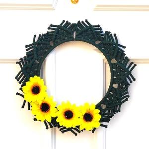 Tavaszváró virágos ajtódísz - Napraforgók, Otthon & lakás, Dekoráció, Lakberendezés, Dísz, Ajtódísz, kopogtató, Csomózás, 100%-ban újrahasznosított pamut fonalból, kör alakú fém alapból, makramé technikával készített egyed..., Meska
