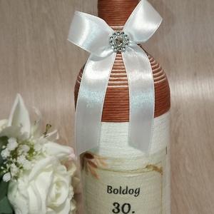 Születésnapi díszüveg, Díszüveg, Dekoráció, Otthon & Lakás, Mindenmás, Születésnapi boros díszüveg 0,75 ml. Megtölthető itallal. Egyedi igényeknek megfelelően is készítem...., Meska