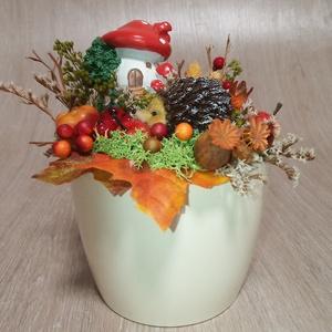 Asztaldísz sünivel, Otthon & Lakás, Dekoráció, Asztaldísz, Virágkötés, Asztaldíszem őszi stílusban. \nKész mérete:18 cm magas, 17 cm széles\nKaspó mérete 12 cm\n\n\n, Meska