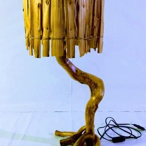 Fa asztalilámpa hasított rönk búrával, Otthon & Lakás, Lámpa, Hangulatlámpa, Famegmunkálás, Új lámpa született a műhelyben! Ez egy tölgyfa színű 70 cm magas asztalilámpa. Anyaga görbe fűz, ami..., Meska