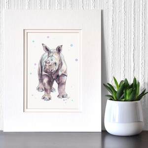 Orrszarvú bébi - ecsetfilc festmény (nyomat), Otthon & lakás, Képzőművészet, Festmény, Akvarell, Festészet, Orrszarvú bébi - művészeti nyomat 190g-os papíron az eredeti ecsetfilc festmény alapján (giclée tech..., Meska