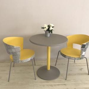 Asztal két székkel, Otthon & lakás, Bútor, Asztal, Szék, fotel, Lakberendezés, Festett tárgyak, Felújított festett fóliázott bútor. A székek fából készültek fém lábakkal, az asztal fémből van.\nSár..., Meska