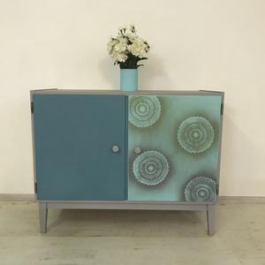Mandala mintás retro komód, Otthon & lakás, Bútor, Komód, Szekrény, Festett tárgyak, Felújított festett fa bútor, mandala mintával.\nRetro szekrény: 94 X 75X 45 cm., Meska