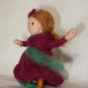 Suhanka táncol, Dekoráció, Otthon & lakás, Karácsony, Ünnepi dekoráció, Játék, Gyerek & játék, Báb, Nemezelés, Saját készítésű, tűnemezelt figura. Gyerekszoba, könyvespolc dísze lehet, de akár a karácsonyfára is..., Meska