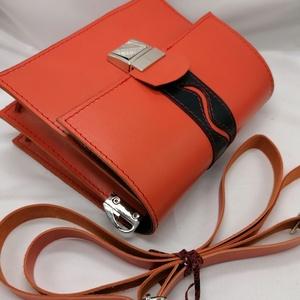 Piros marhabőr táska, Táska & Tok, Kézitáska & válltáska, Vállon átvethető táska, Bőrművesség, Piros táska minimál tervezésű,béleletlen,belsejéban egy zsebbel.A táska belül két részre osztott.\nNa..., Meska
