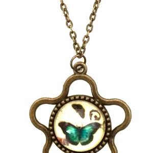 Vintage nyaklánc pillangós virág medállal, Ékszer, Nyaklánc, Medálos nyaklánc, Ékszerkészítés, Vintage jellegű nyaklánc antikolt bronz színű, pillangós virág medállal.\nA lánc hossza: 50 cm\nMedál ..., Meska
