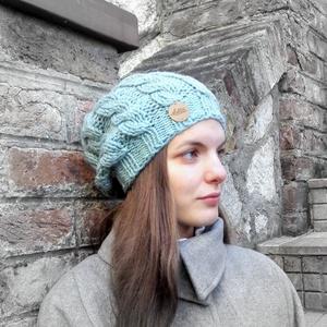 Csavart kötött Dotta sapka - vastag meleg gyapjú fonalból - türkiz szürke krém színekben - ruha & divat - sál, sapka, kendő - sapka - Meska.hu