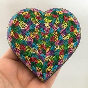 Színes szív alakú mandala festés, Mandala, Dekoráció, Otthon & Lakás, Festett tárgyak, Gyönyörű szív alakú mandala festés pontozó technikával, akrilfestékkel készült.\nA mandalakő alapja e..., Meska
