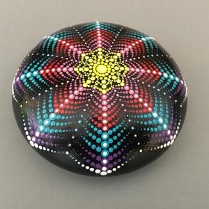 3D mintás mandalakő, Otthon & lakás, Dekoráció, Dísz, Festett tárgyak, Különleges, 3D hatású mandala festés pontozó technikával, akrilfestékkel készült.\n A mandalakő alapj..., Meska