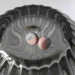 Mini pötty fülbevaló, Ékszer, Fülbevaló, Pötty fülbevaló, Gyurma, Ékszerkészítés, Antik rózsaszín és szürke kő színű pötty fülbevaló. A fülbevaló átmérője 0,8 mm. A fülbevaló alap ez..., Meska
