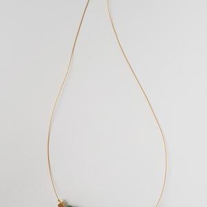 Zöld és réz nyaklánc, Ékszer, Nyaklánc, Bogyós nyaklánc, Ékszerkészítés, Gyurma, A nyaklánc 49 cm  hosszú (közepes hosszúság), különböző zöld és réz-arany színű, kézzel készült gyön..., Meska