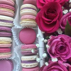 Virágos MACARON box, Élelmiszer, Ez a szívet és szemet gyönyörködtető MACARON box 14 darab, mandulalisztből készített macaronból (4 k..., Meska